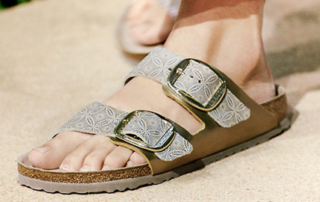 sandals-buckle